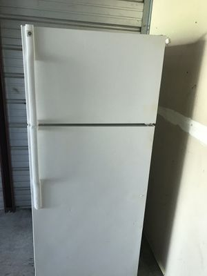 GE Apartment size refrigerator !! for Sale in Fountain Valley, CA