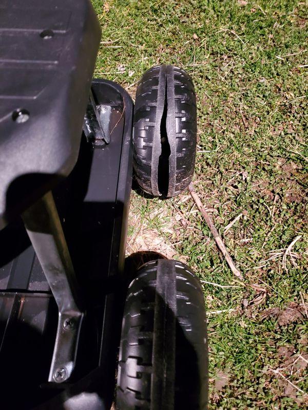 Garden cart ( needs a new wheel )