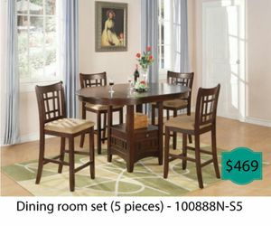 Dinning room set 5 pieces ( table + 4 chairs ) for Sale in Garden Grove, CA