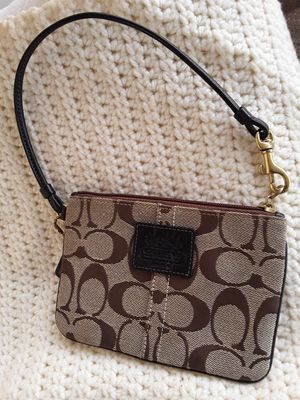 Coach wristlet for Sale in Glendale Heights, IL