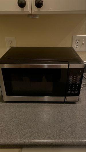 700 Watt microwave for Sale in Tacoma, WA