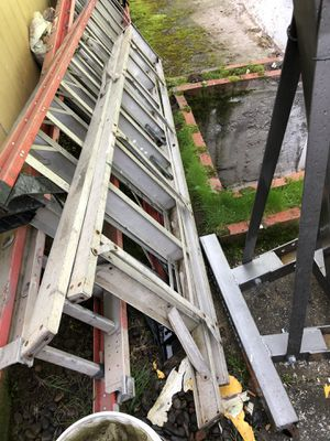 aluminum ladder 8feet for Sale in Portland, OR
