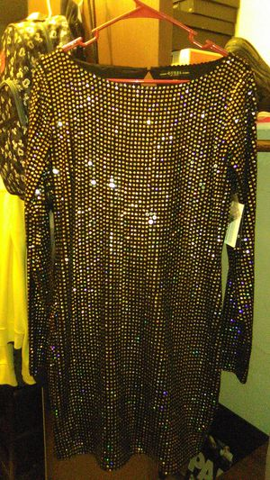 Guess LS BEATRIZ DRESS SIZE LARGE for Sale in Stockton, CA