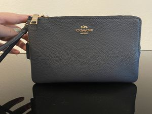 Coach Double Zip Wallet for Sale in North Las Vegas, NV