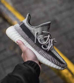 Yeezy 350 v2 for Sale in Murfreesboro, TN