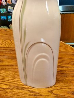 Must Sale Royal Doulton Bone China Cypress Vase Tall. Sales On eBay For $20-$35 for Sale in Vista,  CA
