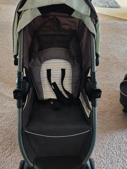 Graco FastAction Fold Travel System | Includes FastAction Fold Stroller and SnugRide 30 Infant Car Seat, Bennett for Sale in Livonia,  MI
