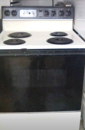 Whirlpool Electric Stove for Sale in Tulsa, OK