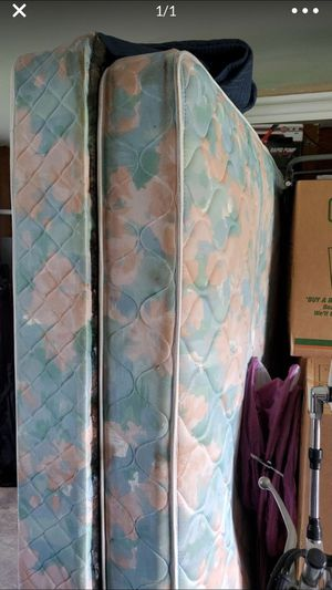Full size mattress and box spring for Sale in Lynchburg, VA
