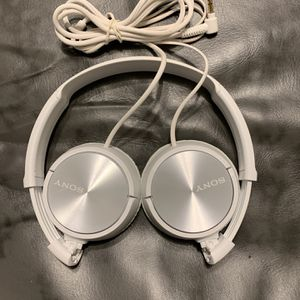 WHITE SONY HEADPHONES for Sale in San Diego, CA