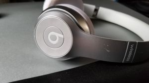 Beats solo 2 Wireless Headphones Bluetooth Headset On Ear Silver Sweatproof for Sale in Houston, TX