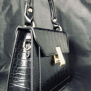 New Single shoulder Wild Messenger Small Square Women Bag for Sale in Fort Lauderdale, FL