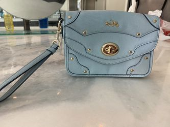 Coach clutch/wristlet purse for Sale in Canyon Lake,  CA
