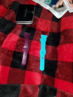 Fitbit Versa For 1 Or 2 Band for Sale in Wildwood,  FL