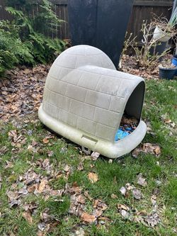 dog/cat Igloo for Sale in Haskell, NJ