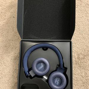 Bluetooth - JBL LIVE 400BT On Ear Wireless Headphones for Sale in Bartlett, IL
