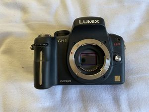 Panasonic LUMIX DMC-GH1 Digital Camera - Black (Kit w/ 14-140mm + 20mm Lenses) for Sale in Moss Beach, CA