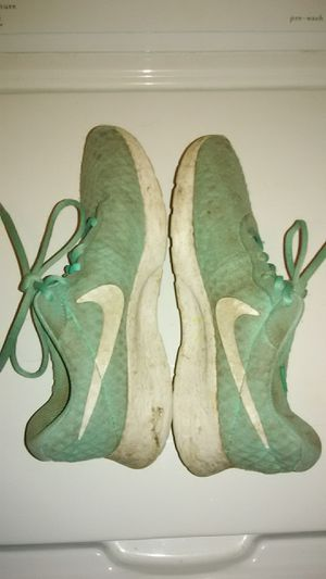 Nike Tanjun Women's Athletic Running Shoes, Teal, Size 7 Used Worn Pre-Owned (Shipping Only) for Sale in Lockport, IL