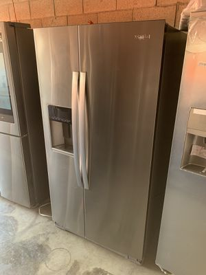 WHIRLPOOL STAINLESS SIDE BY SIDE FRIDGE for Sale in Carson, CA