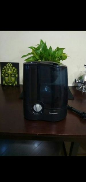 Black Honeywell Humidifier for Sale in Boston, MA