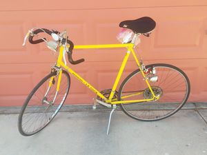 Vintage road bike by schwinn le tour yellow with extras***$260**PRICE IS FIRM for Sale in Las Vegas, NV