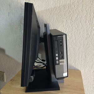 Desktop Computer Windows 10 with Dell Monitor 22 inch for Sale in Fresno, CA
