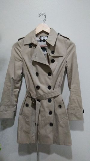 BURBERRY WOMENS TRENCH COAT. for Sale in Lomita, CA