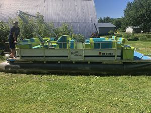 22' pontoon w/ 60hp Evinrude for Sale in Pine Island, MN