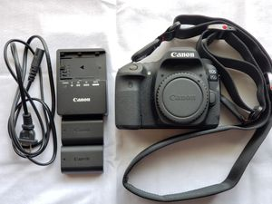 Canon 80D body w/ 1200 clicks, 2 batteries, 32GB card for Sale in Houston, TX