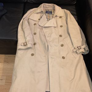 Vintage Burberry Men's Trenchcoat for Sale in Philadelphia, PA