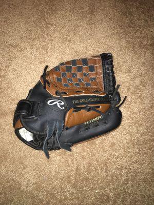 Baseball gloves for Sale in Belleville, IL