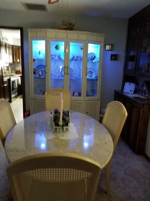 White China Cabinet with lights. for Sale in Orange City, FL