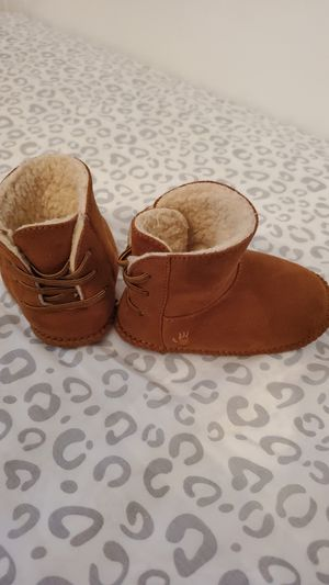 Baby girl Bearpaw boot size Large for Sale in Brooklyn Park, MN