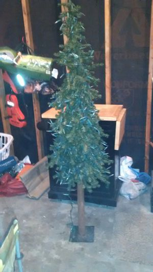 6ft. Pre Lit Christmas tree for Sale in Quincy, IL