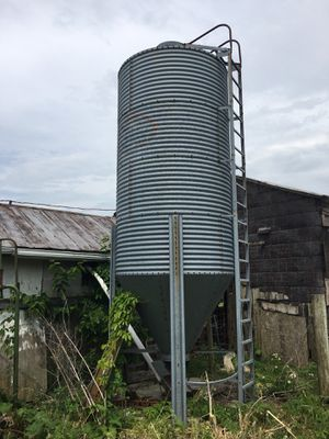 Large feed bin for Sale in Lancaster, KY