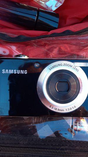 Samsung digital camera w front LCD screen for Sale in Alpharetta, GA