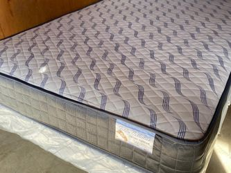 Queen Supreme Orthopedic Mattress and boxspring for Sale in Fresno,  CA