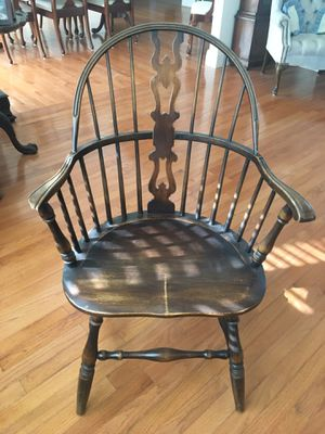 Antique Windsor Splat Back Pegged Knuckle Arm Chair for Sale in West Richland, WA
