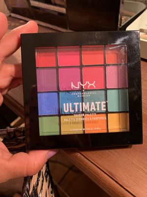 New beautiful summer nyx pallet new $15) no trades pick up in the Callaghan and culebra area 🌈 for Sale in San Antonio, TX