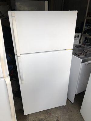 Kenmore White 16.0 cu ft fridge/freezer for Sale in Lake Tapps, WA