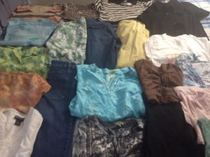 Lot of 21 women's Clothes mixes Sizes: Small, Medium, PS , 4 and 4P for Sale in Miramar, FL