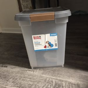 Dog food storage container 25 lbs 🐶 🐩 🐕 for Sale in Centreville, VA