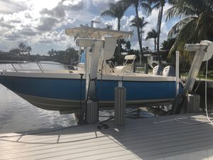 Key west boat 24 feet 2005 center console for Sale in Pompano Beach, FL
