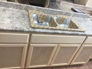 6ft kitchen cabinet countertop & sink for Sale in Compton, CA