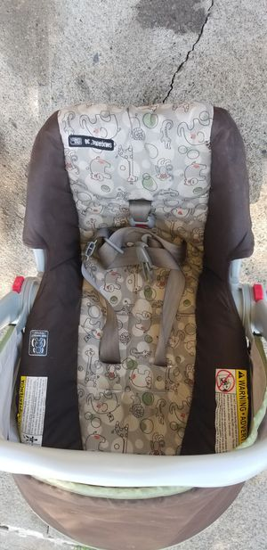 Graco infant carseat for Sale in Bethlehem, PA