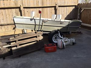 12 1/2 ft. Aluminum Fishing Boat for Sale in Antioch, CA