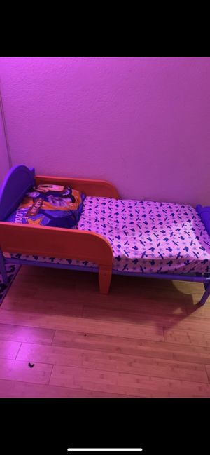 Toddler bed with mattress, free sheets for Sale in Virginia Beach, VA