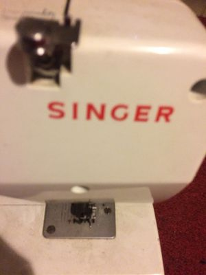 Singer sewing machine for Sale in Capitol Heights, MD