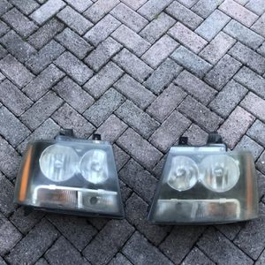 Headlight 07-14 Chevy Suburban, Tahoe and Avalanche. Make Offer. for Sale in Miami, FL