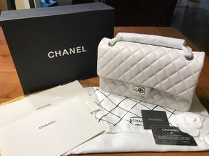 Chanel Classic Quilt Medium silver hardware white bag for Sale in Kennesaw, GA